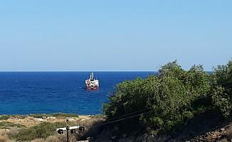 İhalesiz alınan yakıtı getiren gemi Teknecik'e geldi